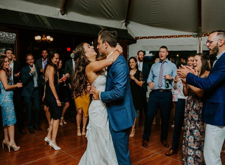 Ensure a Stress-free Wedding Day With the Right Wedding Entertainment